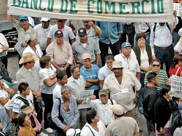 La Junta Monetaria ordenó intervenir el Banco de Comercio en enero del 2007. (Foto Prensa Libre: Hemeroteca)