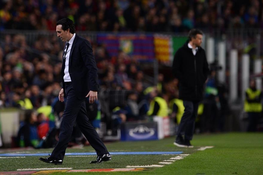 Pese al baldazo de agua fría en el Camp Nou, Emery seguirá al mando del PSG. (Foto Prensa Libre: AFP)
