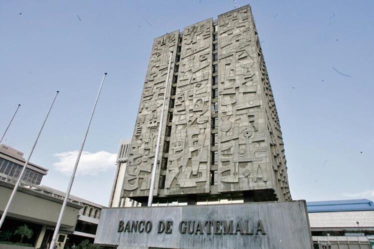 El Banguat ha intervenido pocas veces en el mercado interinstitucional de divisas para moderar la volatilidad de la divisa estadounidense.(Foto Prensa Libre: Hemeroteca PL)