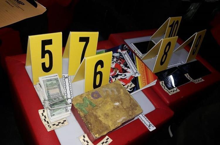 Dinero y documentación fue decomisada para ahondar en las investigaciones. (Foto Prensa Libre: PNC)