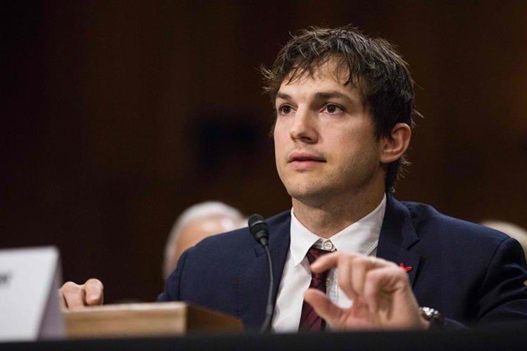 Ashton Kutcher habló con voz quebrada sobre los esfuerzos de su fundación para encontrar a pederastas. (Fotos Prensa Libre, AFP)
