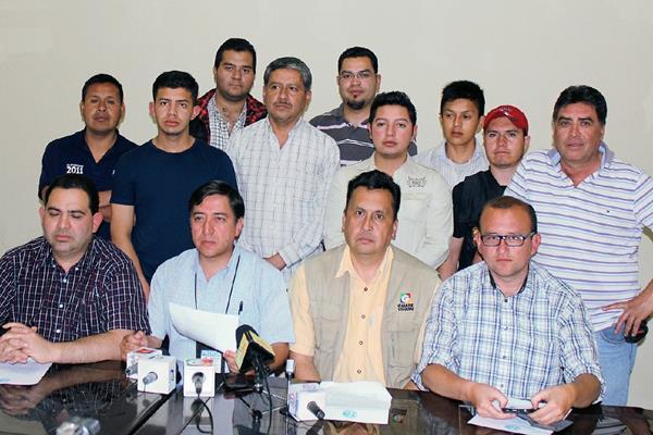Gremio de periodistas de Quiché se pronunció en contra del doble crimen de periodistas en Mazatenango, Suchitepéquez, en el que perdieron la vida Danilo López y Federico Salazar. (Foto Prensa Libre: Óscar Figueroa)
