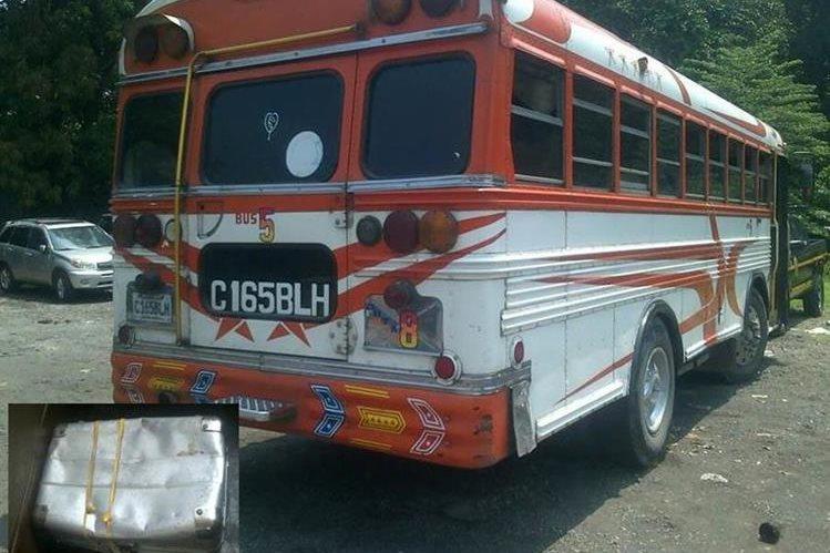 Autobús en el que fue localizada la caja, en la cabecera de Escuintla. (Foto Prensa Libre: Melvin Sandoval)