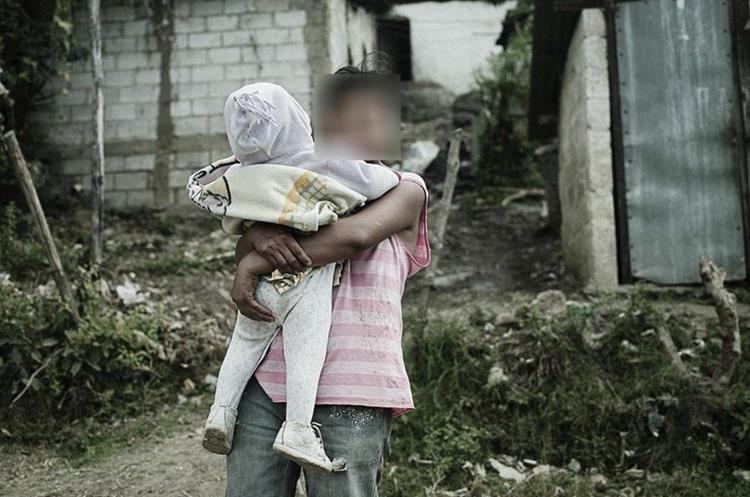 Las niñas al tener a sus bebés quedan en el abandono por parte del Estado, denunciaron organizaciones sociales. (Foto: Osar)