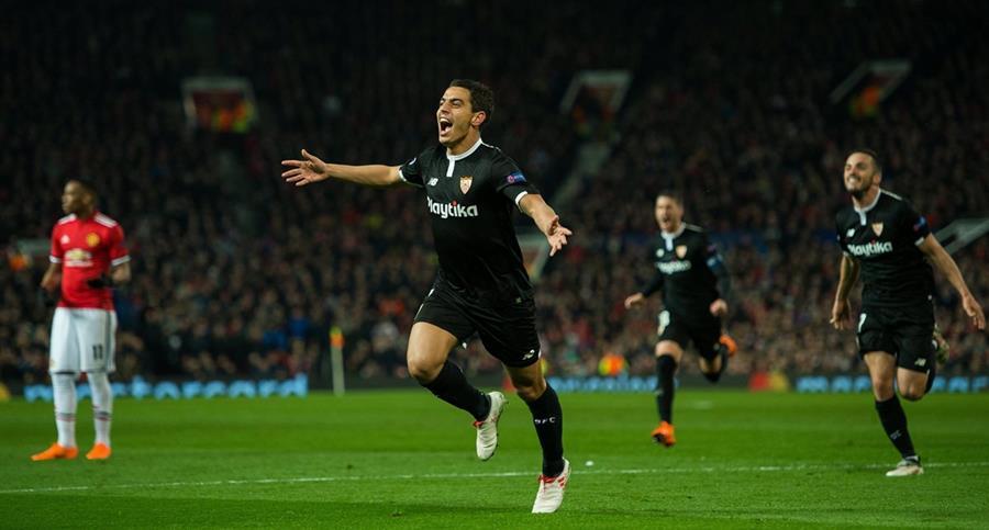 Wissam Ben Yedder del Sevilla celebra luego de anotar su segundo gol al Manchester United. (Foto Prensa Libre: EFE)