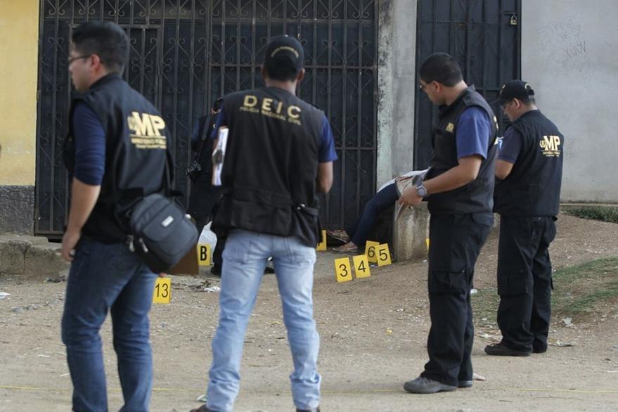 Los cadáveres no fueron reclamados, fueron trasladados al Inacif. (Foto Prensa Libre: Paulo Raquec)