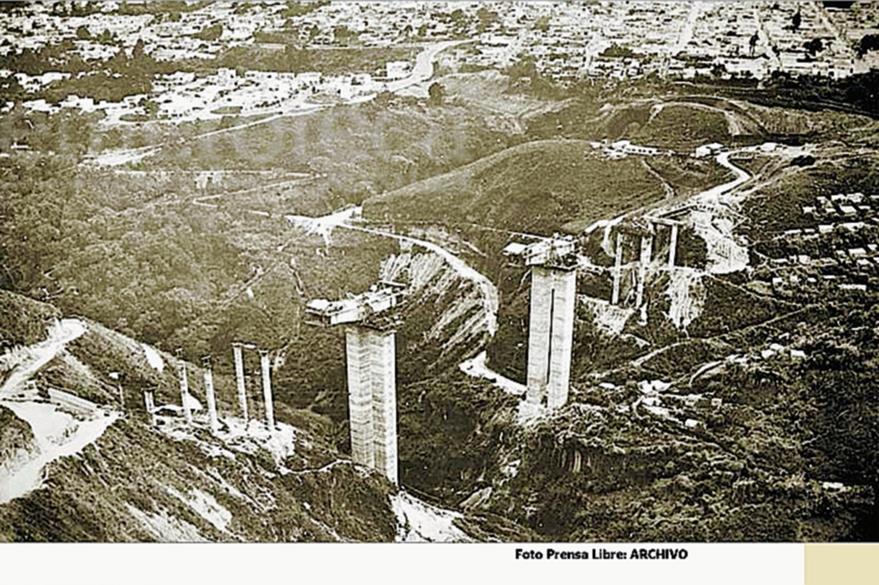"""Construcción del puente """"Martín Prado Vélez"""" (El Incienso) en 1970. Foto: Hemeroteca PL"""