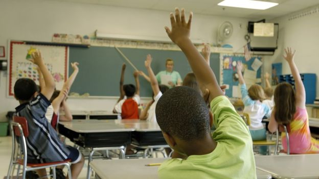 La evaluación debe estar incorporada al aprendizaje, de modo que los niños ni siquiera se den cuenta de que están siendo examinados. GETTY IMAGES