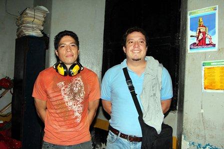 Los dos hermanos capturados cuando disparaban en un terreno en Retalhuleu. (Foto Prensa Libre: Rolando Miranda)