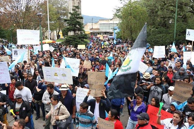 Protesta de ciudadanos en la ciudad de Quetzaltenango. (Foto Prensa Libre: María José Longo).