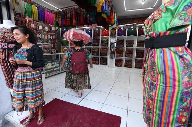 La industria textil mueve gran parte de la economía de este municipio. (Foto Prensa Libre: Mynor Toc)