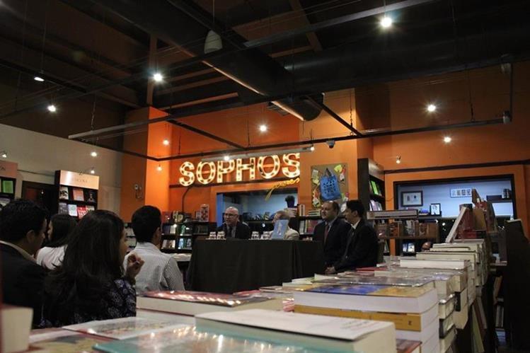 """El libro """"El patio trasero"""", se presentó en la ciudad de Guatemala. (Foto Prensa Libre: José Andres Ochoa)"""