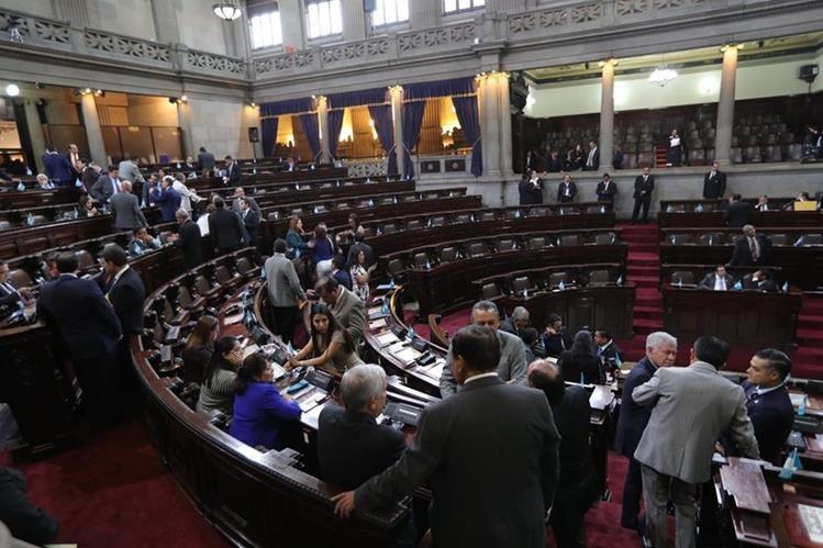 El Congreso ha sido criticado porque el pleno evita discutir iniciativas de interés nacional y supuestamente prioriza intereses particulares. (Foto Prensa Libre: Hemeroteca PL)