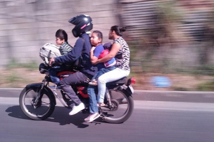 Escenas frecuentes: motoristas que viajaron con más de tres pasajeros.