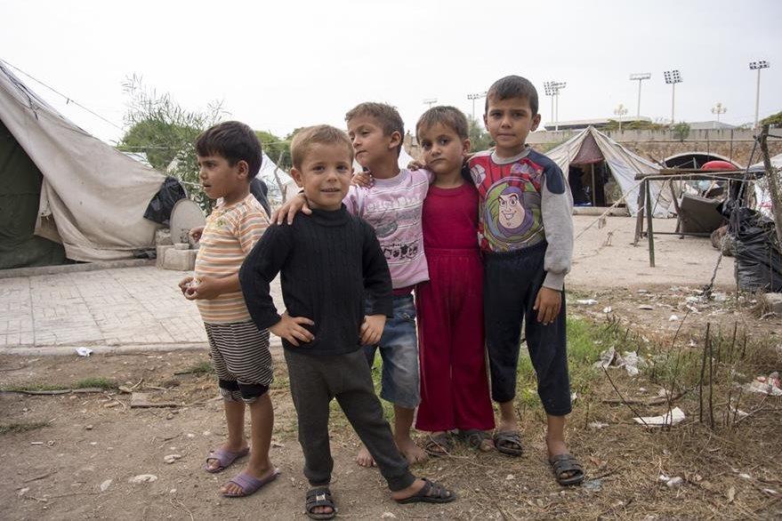 Niños sirios en un centro para refugiados en Latakia. (Foto Prensa Libre: AP).