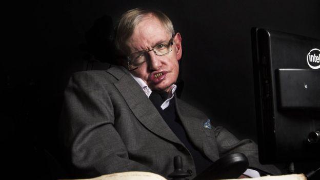 Hawking sigue trabajando en la Universidad de Cambridge a los 75 años. (GRAHAM COPEKOGA)