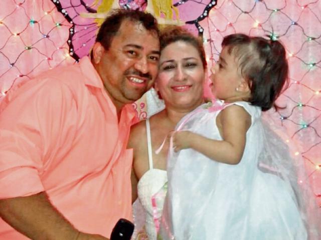 Melvin Ronaldo Falla, junto a su   esposa, Éricka Orellana, y su hija  Dulce Milagro, en Minnesota. (Foto Prensa Libre: Cortesía).