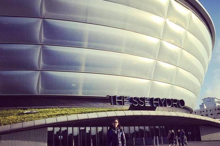 Ana Sofía posa en las afueras de la Arena Hydro SSE en Glasgow. (Foto Prensa Libre: Ana Sofía Gómez).