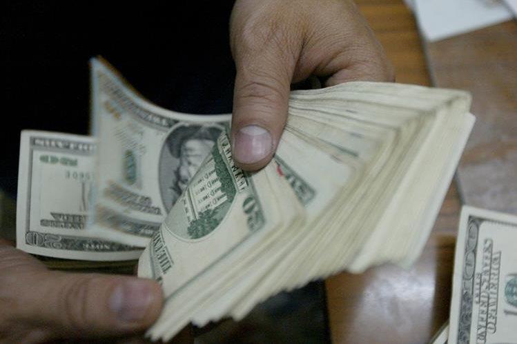 Las remesas se podrían incrementar en 12 por ciento en 2018, según estimaciones del Banguat. (Foto Prensa Libre: Hemeroteca PL)