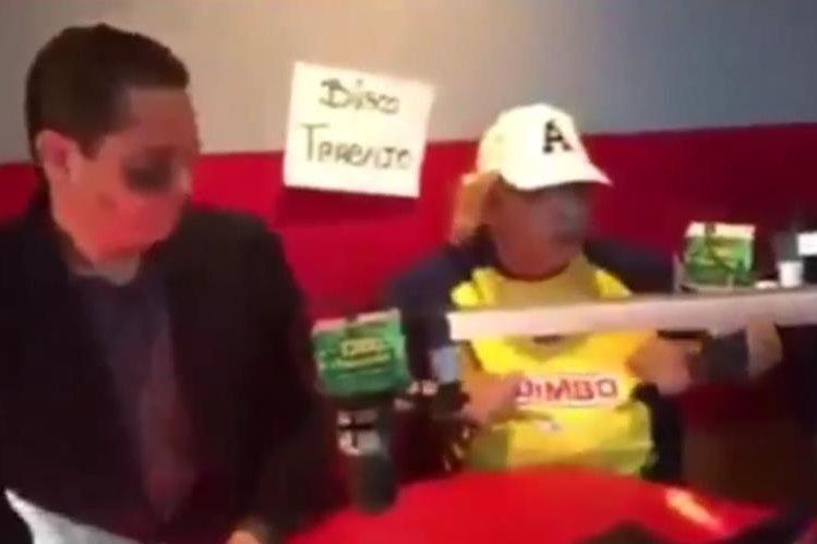 Los comediantes Huarachín y Huarachón realizaron una parodia musical del incidente de Miguel Herrera.