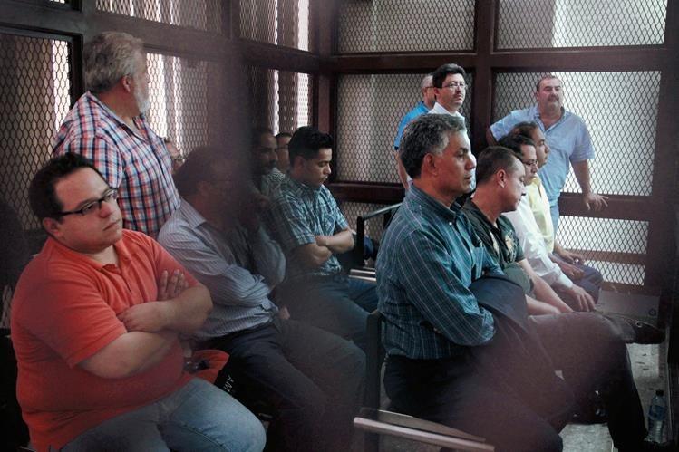 Integrantes de la red La Línea QUE OPERABA EN LA SAT, DURANTE UNA AUDIENCIA EN TRIBUNALES. (FOTO PRENSA LIBRE: HEMEROTECA).