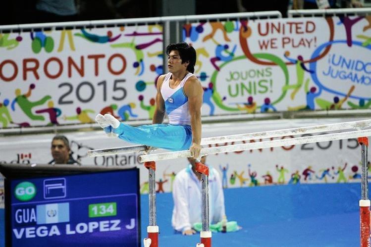El gimnasta Jorge Vega durante su participación en Toronto. (Foto Prensa Libre: COG)