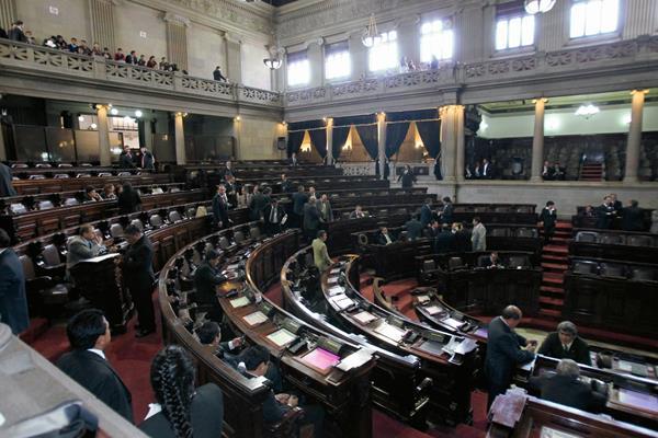 Un total de 76 empleados, de 52 diputados, eluden marcaje normal con tarjetones. (Foto Prensa Libre: Hemeroteca PL)