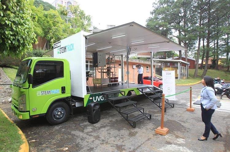 Primer laboratorio móvil presentado en la Universidad del Valle por estudiantes.