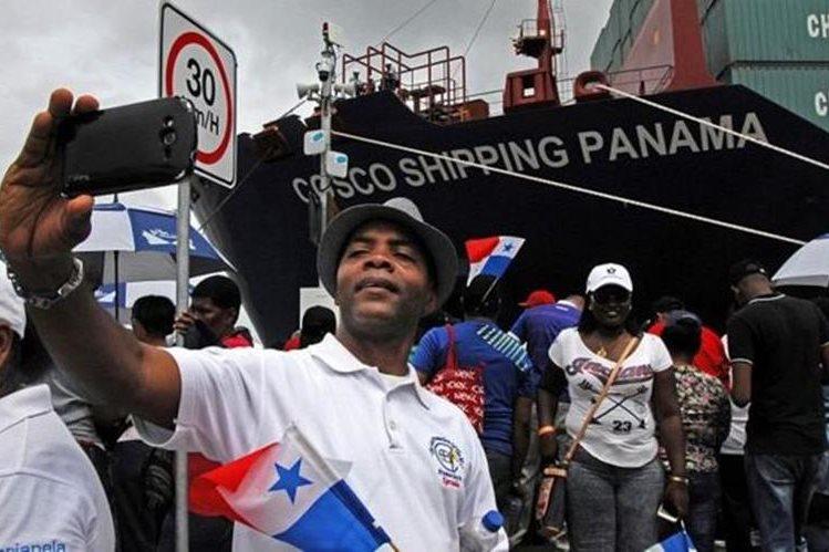 El canal es un motivo de orgullo nacional para los panameños. AFP