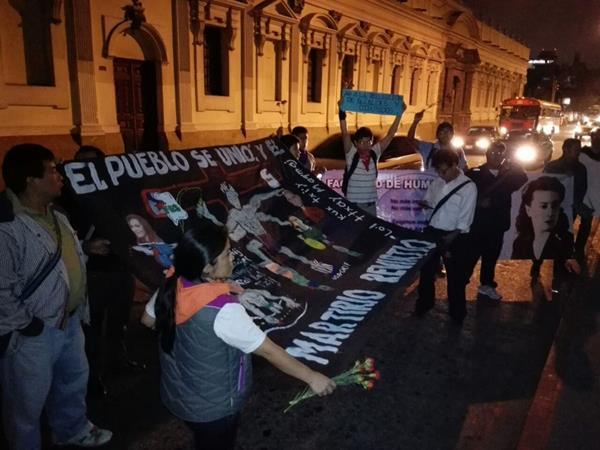 Estudiantes universitarios piden el retiro de inmunidad al Presidente Otto Pérez Molina. (Foto Prensa Libre: Estuardo Paredes)