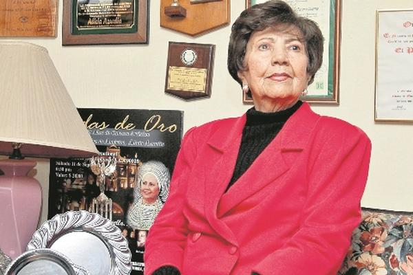 <p>La cantante guatemalteca Alicia Azurdia muero a a los 80 años. (Foto Prensa Libre: Archivo)<br></p>