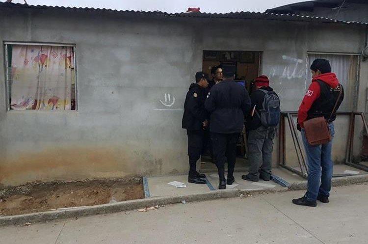 Entre los detenidos hay siete adultos. (Foto Prensa Libre: Erick Ávila)