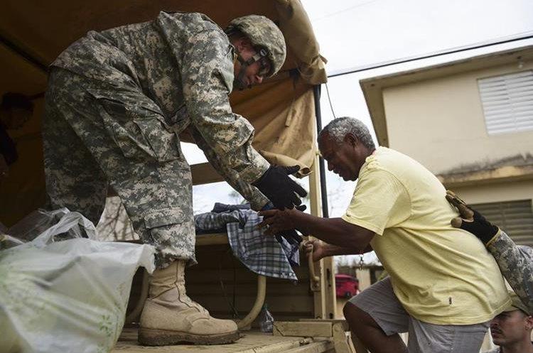 Cientos de personas han sido evacuadas a los albergues autorizados por autoridades de Puerto Rico. (Foto Prensa Libre: AP)