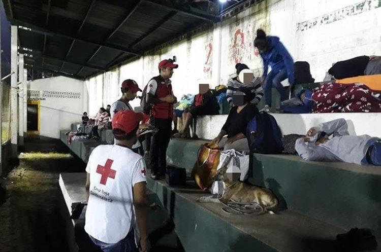 Las personas que fueron evaluadas en el estadio Armando Barillas.