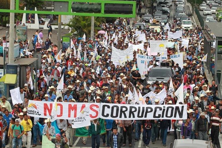 El bloqueo de carreteras empezarán a las 7 horas en diversas rutas del país. (Foto Prensa Libre: Hemeroteca PL)