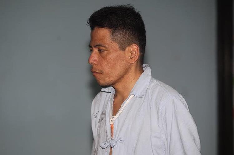"""En los pasillos del Hospital General San Juan de Dios toso lo conocen como el """"X"""", pues no hay ningún dato que permita su identificación.  (Foto Prensa Libre: César Pérez Marroquín)"""