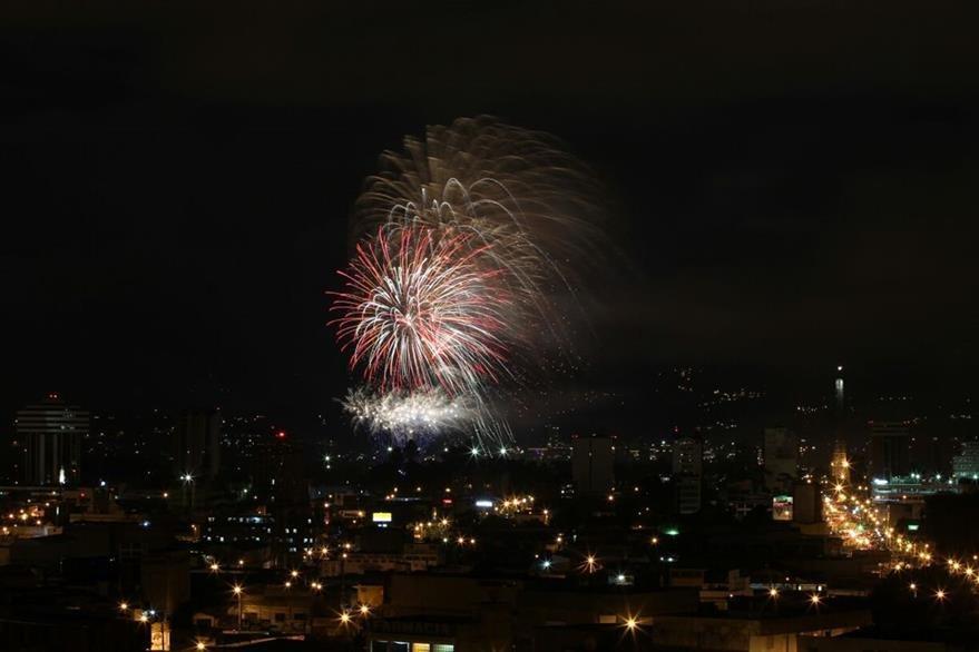 El espectáculo de luces de Campero cumple otro año más como espectáculo de antesala a la Navidad. (Foto Prensa Libre: Álvaro Interiano)