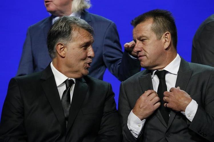 El técnico y exjugador brasileño Dunga (derecha) aseguró que aún no decide si convocará a Neymar para la Copa América Centenario. (Foto Prensa Libre: EFE)