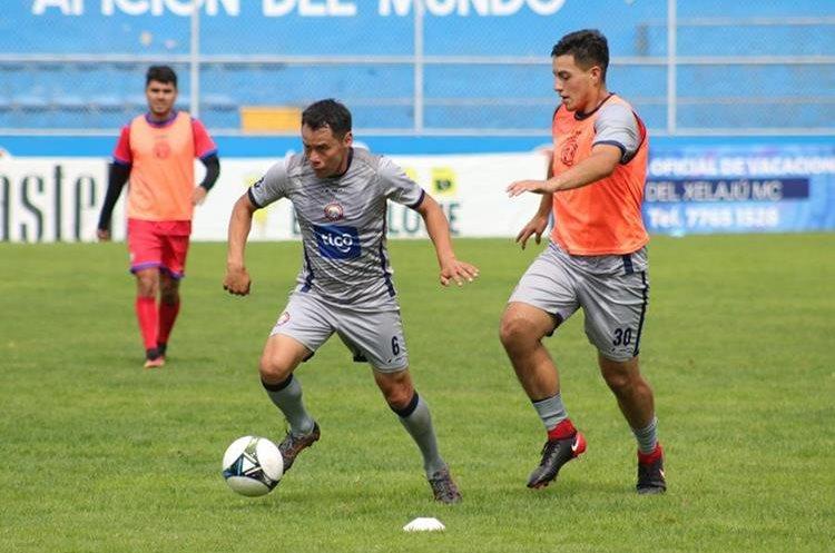 Los chivos cerrarán la semana de trabajo este sábado para preparar el crucial juego ante Municipal, el domingo en el estadio Mario Camposeco. (Foto Prensa Libre: Raúl Juárez)