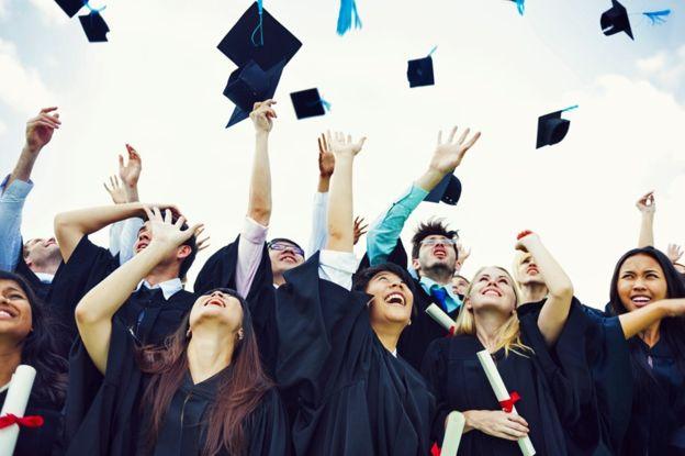 Los estudiantes universitarios hacen amigos que en algunos casos duran para toda la vida. THINKSTOCK