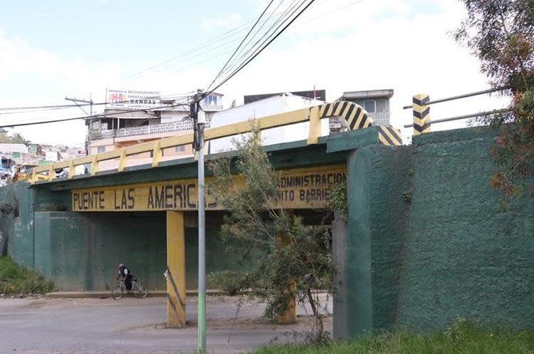 Vecinos de Quetzaltenango exigen la reparación del puente Las Américas. (Foto Prensa Libre: María José Longo)