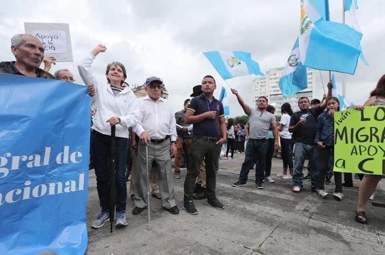La PNC no permitió el acercamiento de los manifestantes al Palacio Nacional. (Foto Prensa Libre: Juan Diego González)