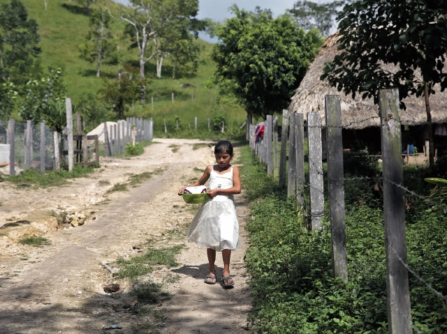 La mayoría de familias de la zona de adyacencia entre Belice y Petén viven en el abandono, pues carecen de servicios básicos y carreteras en buen estado, lo que afecta su desarrollo. (Foto Prensa Libre: EFE)