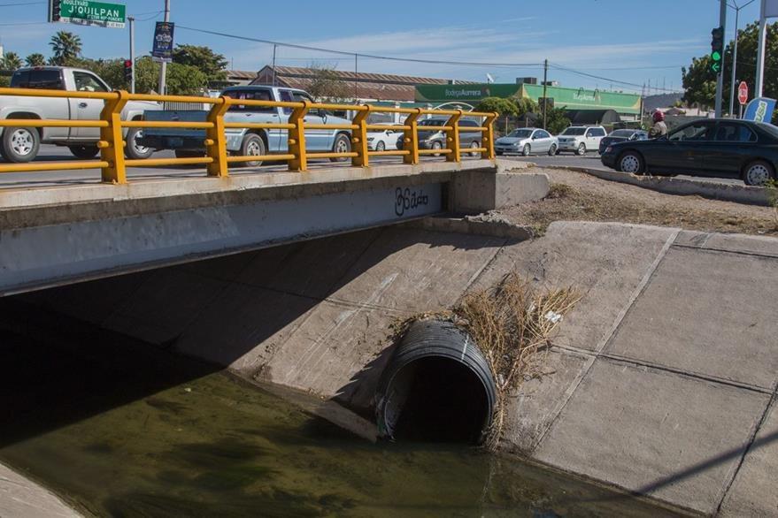 """Vista de un desagüe del sistema de drenajes de Los Mochis, Sinaloa, de donde """"el Chapo"""" pretendía fugarse. (Foto Prensa Libre: AFP)."""