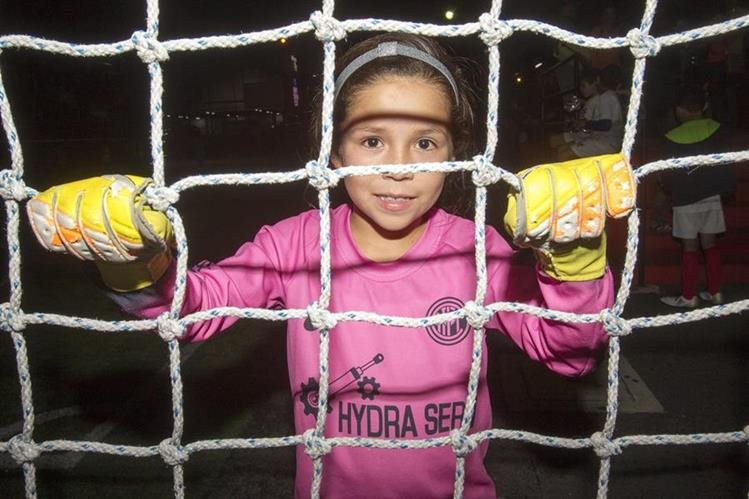Adriana Estrada es una de las grandes promesas del futbol femenino. (Foto Prensa Libre: Norvin Mendoza)