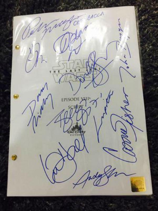 Esta es la imagen del supuesto guion de Star Wars que aparece en el sitio web. Las firmas parecen ser las originales. (Foto Prensa Libre: Movie Script Zone).