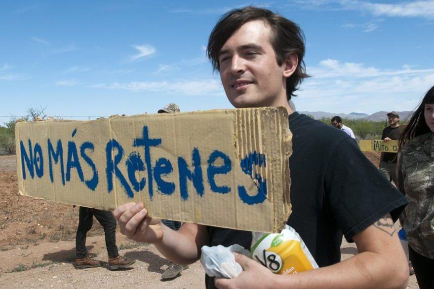Los manifestantes dicen que la Policía comete abusos raciales. (Foto Prensa Libre: EFE).