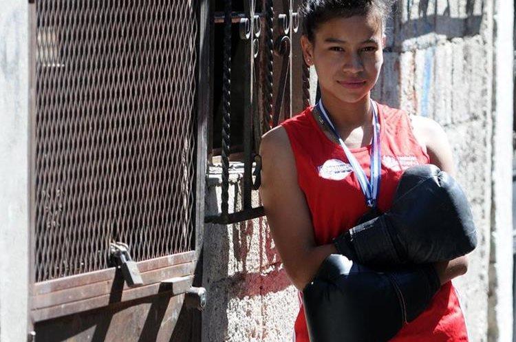 Évelyn López es una boxeadora de El Esfuerzo. Actualmente busca formar parte de la Selección Nacional. (Foto Prensa Libre: Jeniffer Gómez)