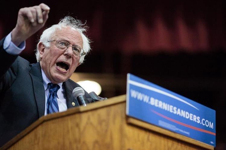 Bernie Sanders, durante un acto masivo en Oregón. (Foto Prensa Libre: AP).