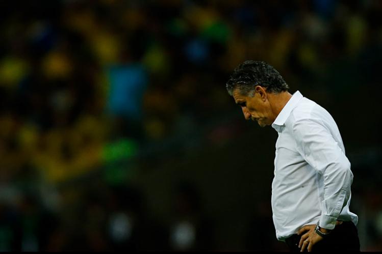 El técnico argentino, Edgardo Bauza, decidió darle descanso a sus jugadores, después de la demora del viaje. (Foto Prensa Libre: EFE)
